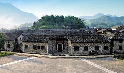 """湖南""""民间宫殿""""走红,600年历史,至今未开发,距岳阳1小时路程"""