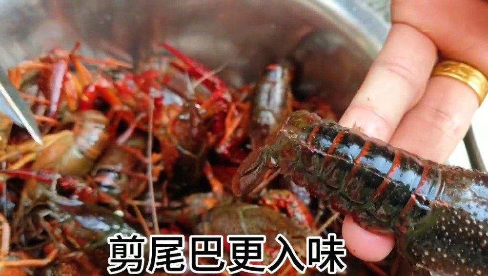 """""""红红火火、鸿运当头""""厨师长教你香辣小龙虾的正确做法"""