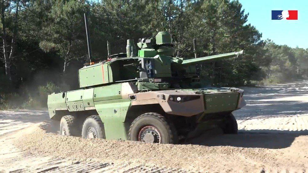 """法国新型""""捷豹""""装甲侦察车沙地机动性测试"""
