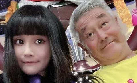 63岁赵本山近照沧桑,身形暴瘦眼睛都睁不开,杨树林连鞠躬表尊敬