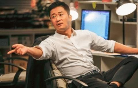 他长相丑陋却被吴京发掘,拍戏十年只有五部作品,如今成功圈粉