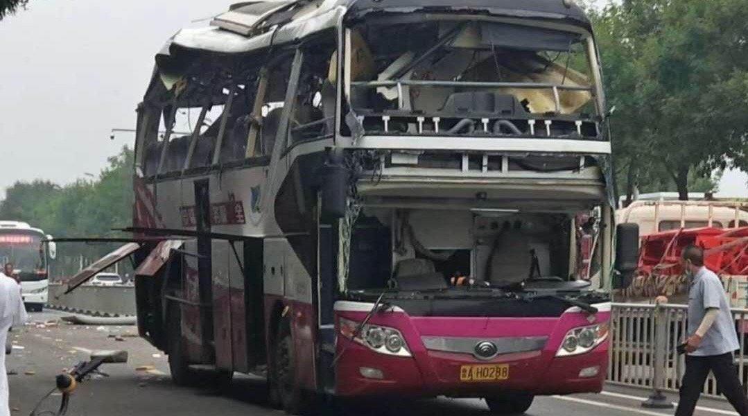 目击者讲述济南客车爆炸:巨响后玻璃零件飞落一地