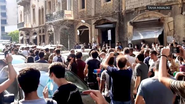 黎巴嫩司法部长视察灾后现场,遭民众泼水