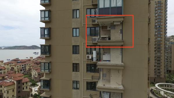 台州台风天关窗坠亡老人亲属:坠楼时无人知,追责装修公司难