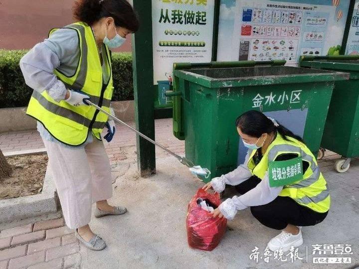 """跟着东营志愿者去创城:用""""满头汗水""""换来""""城市洁净"""""""