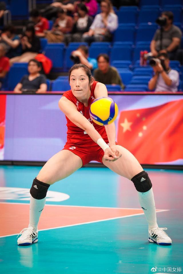 朱婷张常宁领衔展示中国女排同款大长腿,实力颜值俱佳魅力无极限