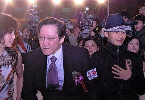 汪雨追到香港找张敏,向华胜突然出现:來我的地盘,看你还能如何