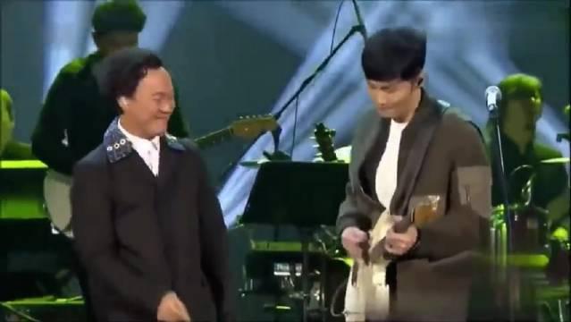 陈奕迅和李荣浩合作《太坦白》。 两个唱情歌的男人聚在一起……