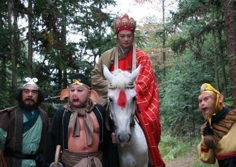 《西游记》:猪八戒为何一口吞下人参果?绝不是因他嘴馋