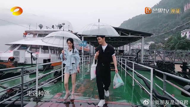 """黄晓明下雨天和赵丽颖聊起之前拍""""白发魔女""""时受过脚伤……"""