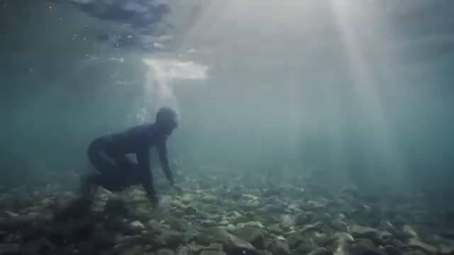 来看极限深潜,深海恐惧症者请在家长陪同下观看!