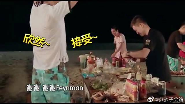 爸爸去哪儿:黄磊海边烧烤,吴镇宇激动到结巴,手忙脚乱好可爱!