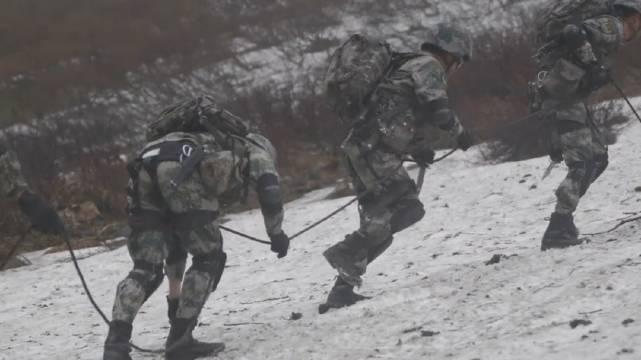 守卫在海拔4700米上的家国英雄 (周文斌 冯瑞鑫 赵朋超 晋超逸 张亚坤)