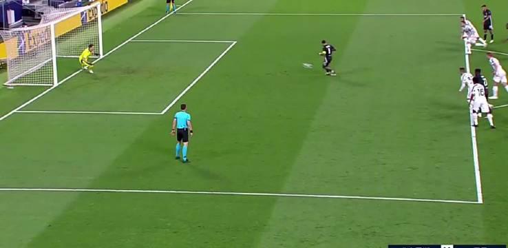 一心渴望欧冠的布冯看到德佩的勺子点球打进之后……