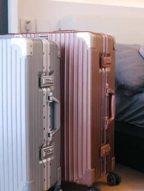 箱套*1 + 行李牌*1 + 贴纸*3 + 收纳袋*3