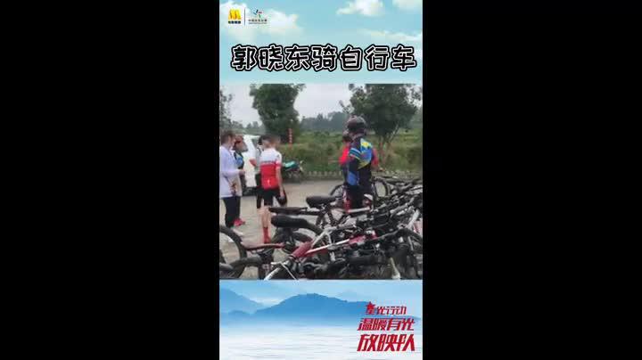 《温暖有光放映队》腾冲首发 郭晓东录制现场大秀车技