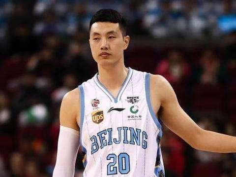 北京首钢队长,翟晓川入选CBA一阵,娇妻身材曼妙颜值超高