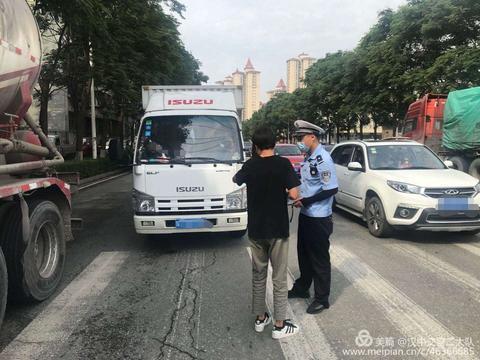 """严查!汉中交警二大队开展""""冒黑烟""""高排放车辆集中整治行动"""