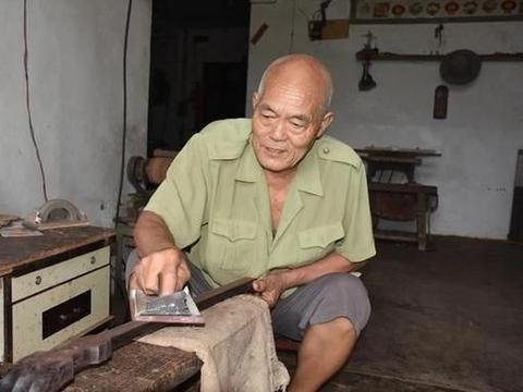三十年坚守!汝州这位艺人纯手工制作乐器传承文化!