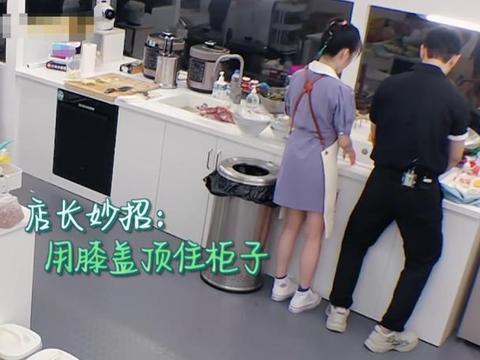 李浩菲穿短裙刷碗,因水池低只能半蹲,看清姿势:没有一点女孩样