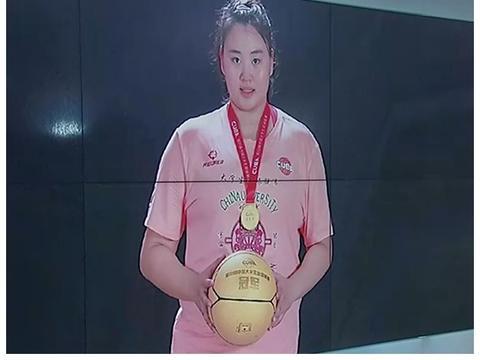 """中国女篮再出""""女版奥尼尔"""",拿到生涯首冠+MVP,比李月汝更像"""