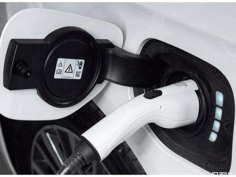 想买车汽油车和插混怎么选?插电混动电池会自燃吗?