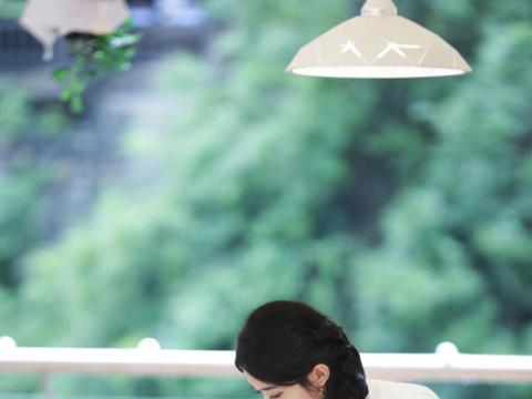 《中餐厅4》海报赵丽颖缺席?节目中镜头变少,粉丝留言表示不满