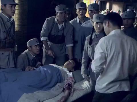 周卫国手臂受感染,怎料鬼子军医说要截肢才能保命,大伙气坏了