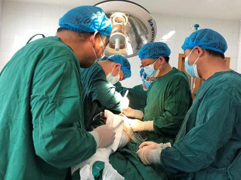 汉滨区中医院多科室协作成功实施一例高风险患者髋关节置换手术