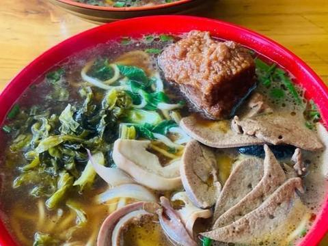 温州人在青岛开了近二十年的面馆,大肉面大肠面,最地道温州味道
