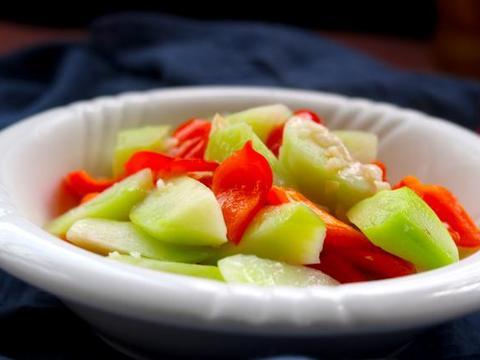 初秋,遇到2元一斤的碱性蔬菜,我从不手软,清凉消暑比菜心好吃