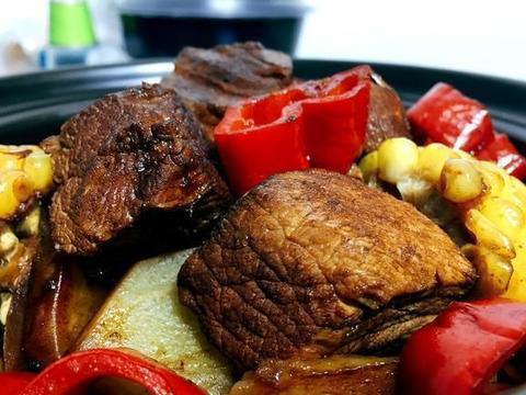 猪肉换个新吃法,玉米切段,土豆切片,慢火一炖,香到流口水