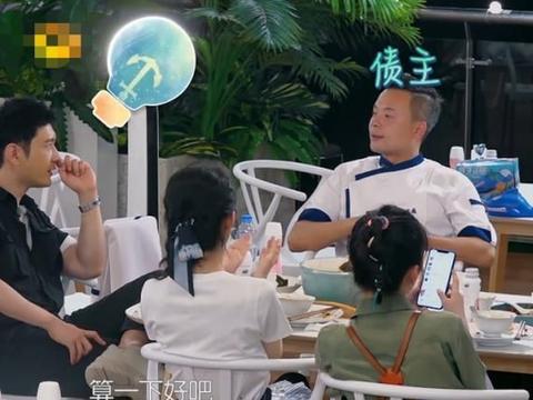 中餐厅:吃完晚饭,谁注意主动收拾餐桌的人?其他人都各忙各的