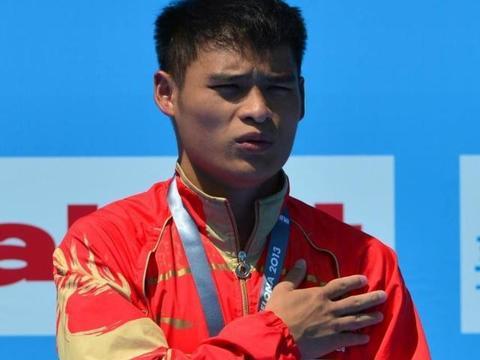 世界冠军因唱国歌走红,为奥运夺冠改国籍,生活清苦无人问津