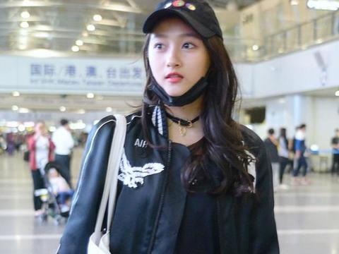 《二十不惑》关晓彤演技受认可,同为童星,她发展如何?