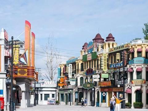 它是横店影视城的发祥地,为拍摄鸦片战争而建,游客称仿佛穿越了