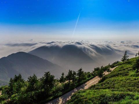 北京有个清凉世界 七八月平均20℃ 山中小溪淙淙 山顶云海奔腾