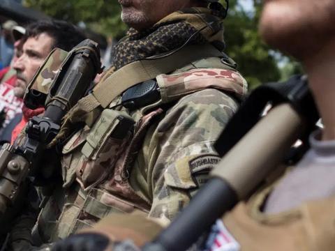 """美国白人武装成功在科罗拉多逆袭:持枪赶走""""起义军"""",阻止暴动"""