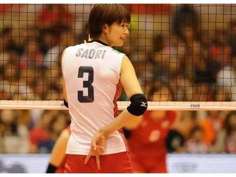 她是日本最美排球女神,长相清纯身材傲人,嫁另类男友惹争议