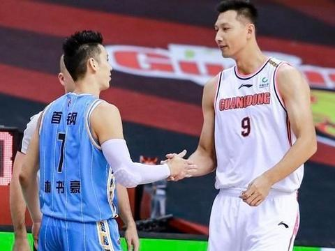 广东男篮战北京两队都变打铁王,尤度半场拿两双内线力压易建联