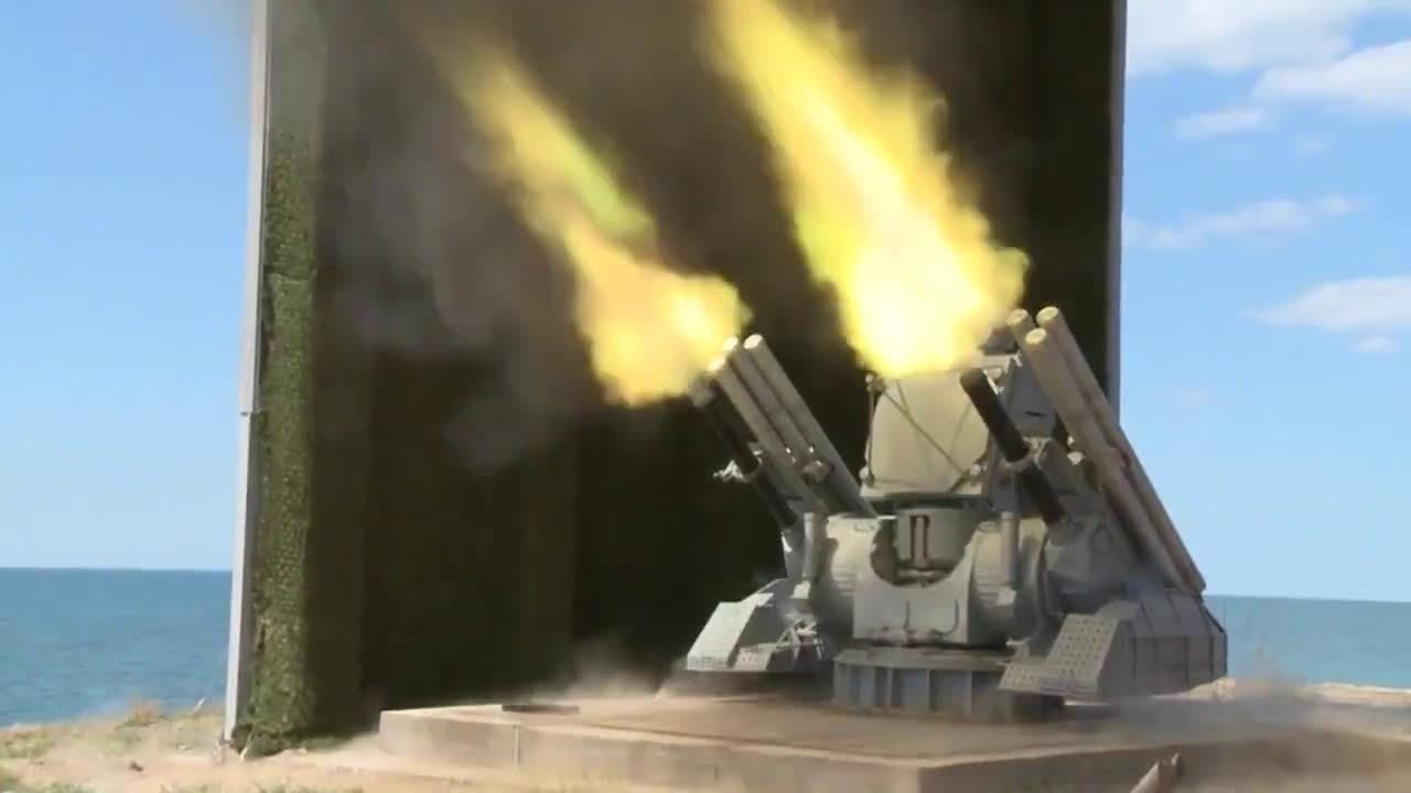 俄罗斯新一代海军铠甲(Pantir-ME)近防武器系统测试