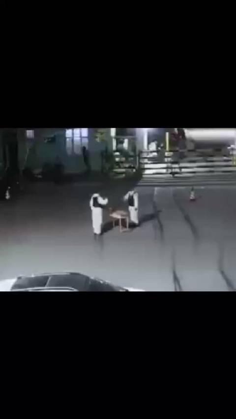 """新疆两名防疫民警夜班交接时,竟现场舞技""""battle""""!"""