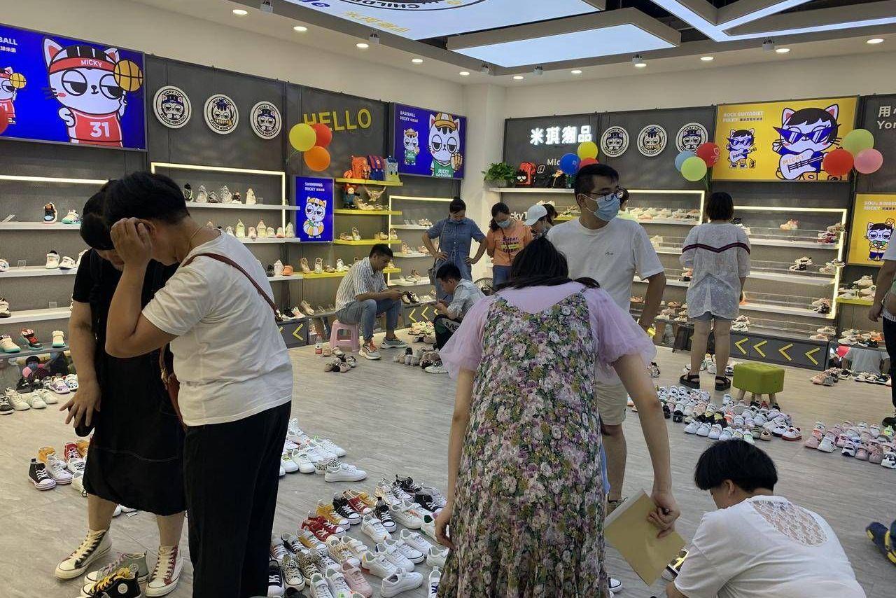 汉口北鞋业皮具城,名童鞋馆开业,50余童鞋商家抱团入驻