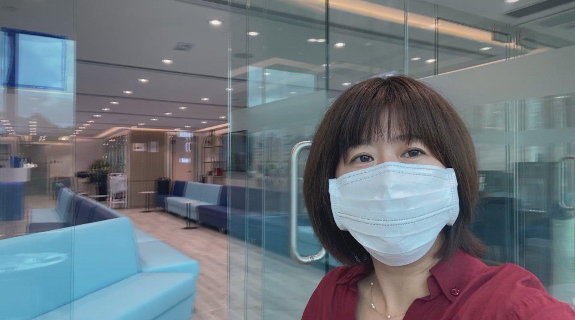 深圳卫视记者体验自助咽拭子检测