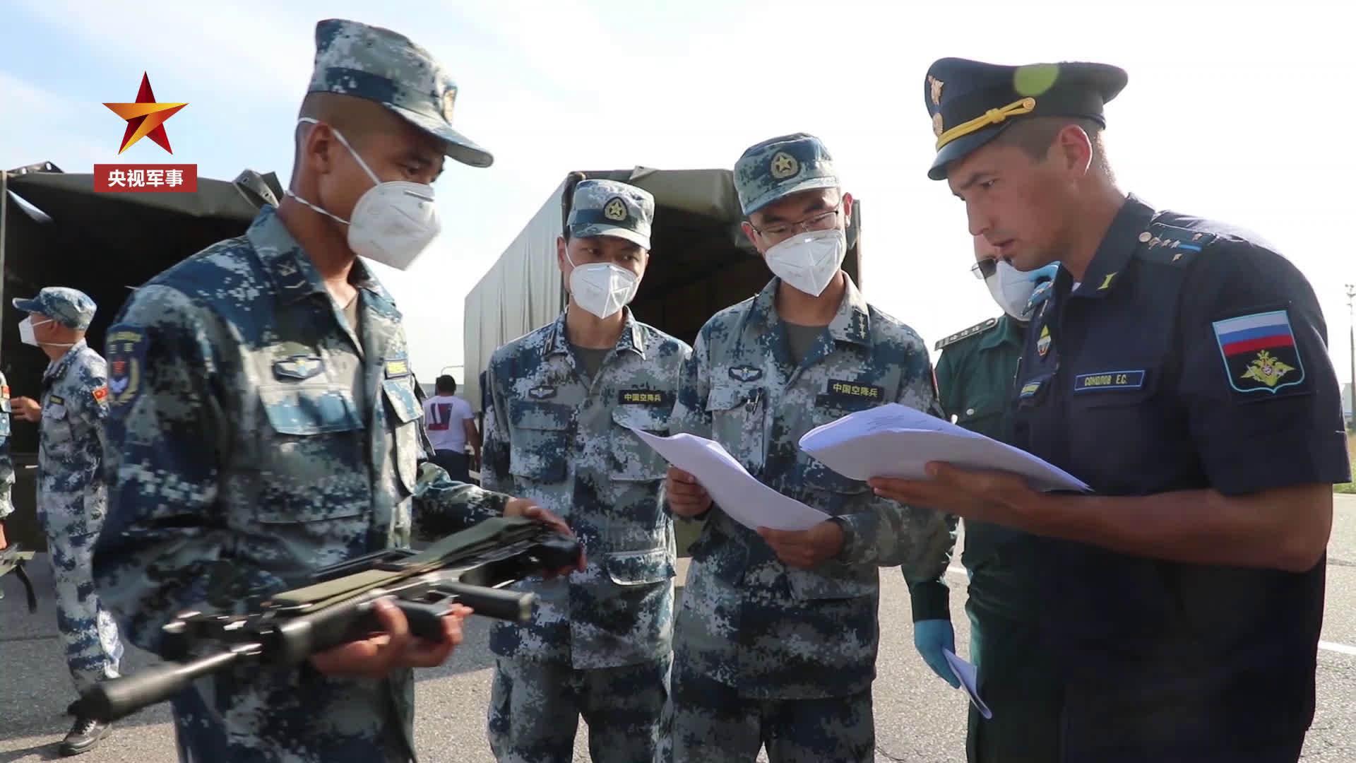 中国空降兵参赛官兵抵达俄罗斯