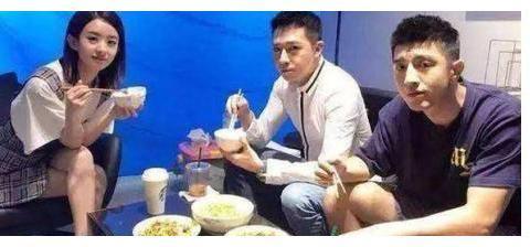 演员在剧组吃什么?赵丽颖家常菜,杨紫丰盛,看到张一山:太难了
