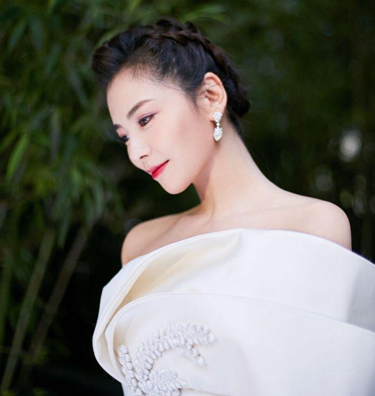 """刘涛白玉兰红毯造型,像是古典""""仙女"""",不敢相信真的42岁"""