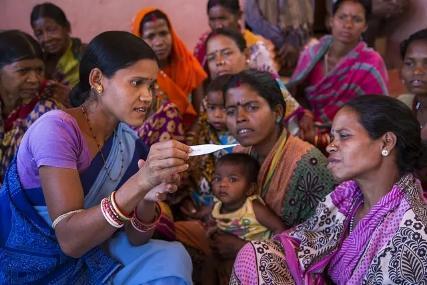 她们的命只值1美元?印度90万抗疫娘子军罢工:没口罩、没消毒剂