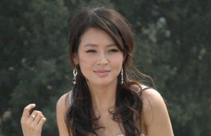 她放弃外交官成演员,闪婚丈夫恩爱8年,今成人生赢家!