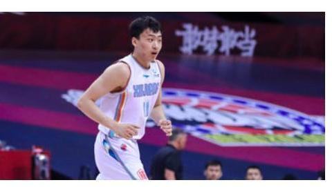 20岁中国小将打疯了,连中3个3分,带队轰18-2打爆夺冠大热门辽宁